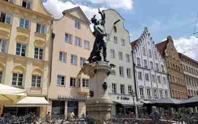 Der Merkurbrunnen und der Herkulesbrunnen